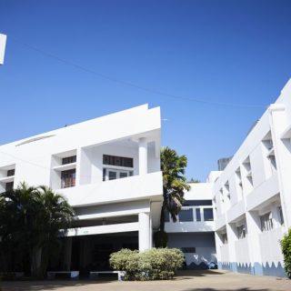 school_building1_800